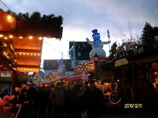 Gästehaus Loreley: Weihnachtsmarkt am Abend