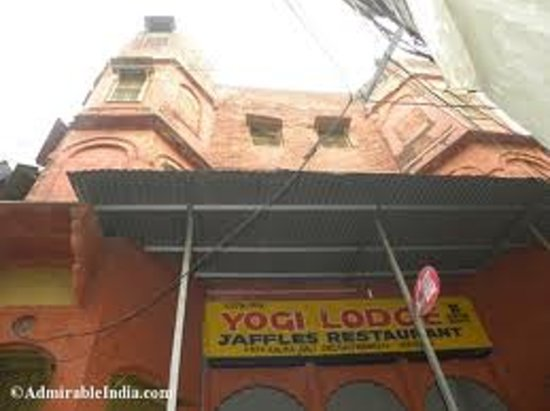 Yogi Lodge : Our frontage