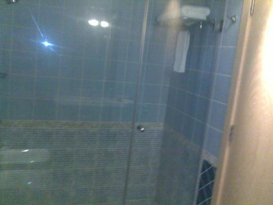 Abu Dhabi Airport Hotel: salle de bains