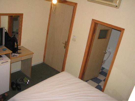 Afamia Hotel: small room