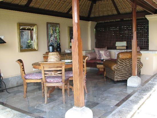 Four Seasons Resort Bali at Jimbaran Bay: Outdoor Seating Area - Ocean View Suite