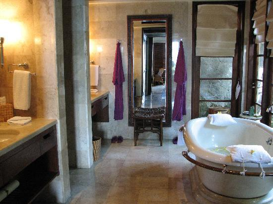 Four Seasons Resort Bali at Jimbaran Bay: Bathroom - Ocean View Suite