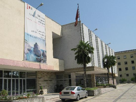 Τίρανα, Αλβανία: ティラナ国立美術館の外観