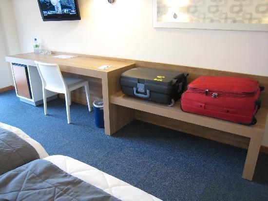 Hotel RH Corona del Mar: Excellent Suitcase Storage