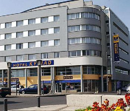 Kyriad Tours - Saint Pierre Des Corps - Gare: Façade Hôtel  - parvis de la gare TGV