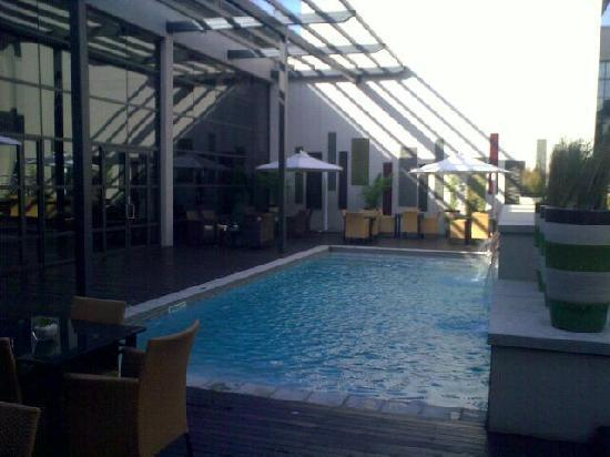 City Lodge Hotel OR Tambo Airport: Pool Area