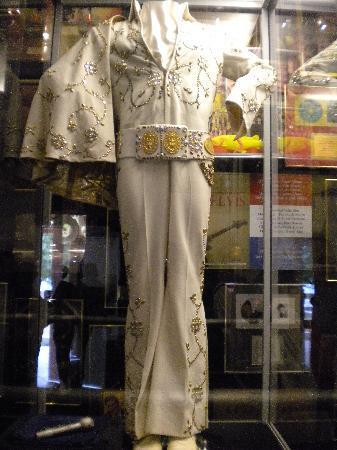 Graceland: uno dei tanti abiti di elvis