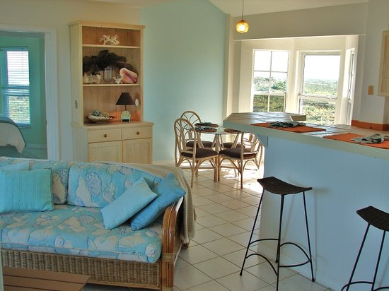 Blue Horizon Resort: Whale Watch - Living/Dining