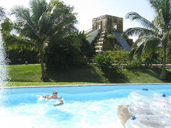 The Grand Mayan Nuevo Vallarta : Lazy river with water slide pyramid in back