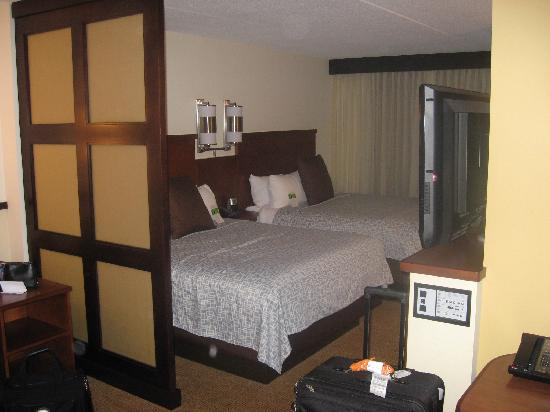 Hyatt Place Ft. Lauderdale Airport & Cruise Port : The bed area...