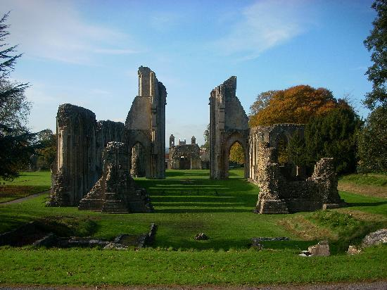 Old Oaks Touring Park and Glamping: Glastonbury Abbey