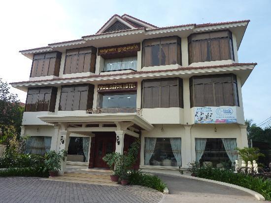 Prum Bayon Hotel: Front View of Prum Bayon