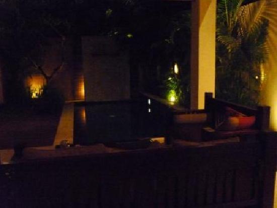 Bhavana Private Villas: pool at night