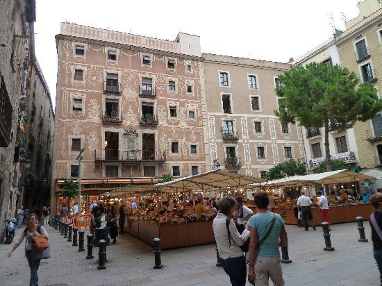 Market in the placa del pi picture of el jardi - Hotel el jardi barcelona ...