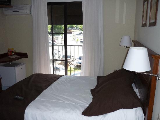 Ayres Hotel: Interior de la habitación