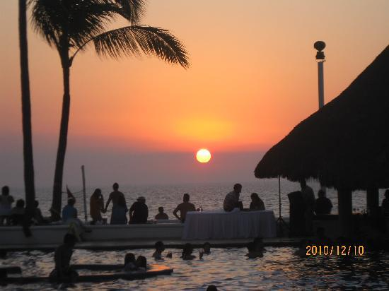 Marival Resort & Suites: Sunset at Marival