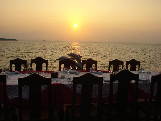 New Beach Hotel and Restaurant: Dinner Romantic Sun Set