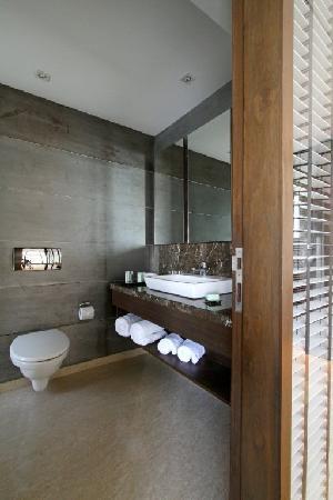 svenska design hotel mumbai bombay deluxe bathroom