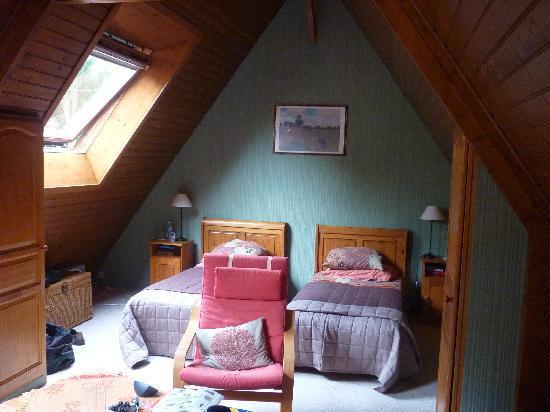 Le Clos Fleuri: Upstairs bedroom
