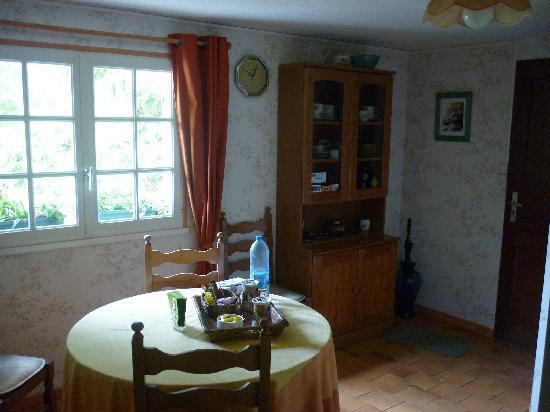 Le Clos Fleuri: Dining area