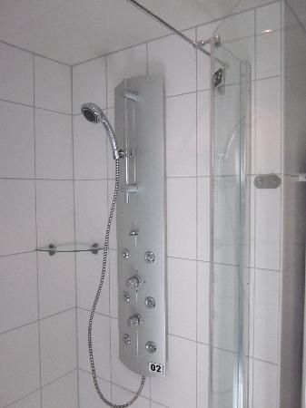 Hotel Zum Schwarzen Walfisch: Bathroom