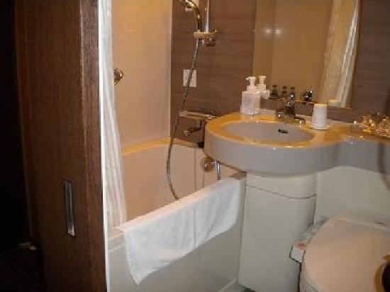 Hotel Juraku: 珍しい引き戸のバスルーム