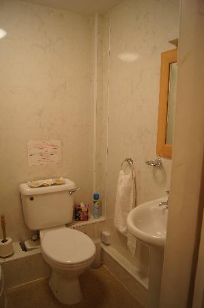 Elder York Guest House: Own private toilet outside the room