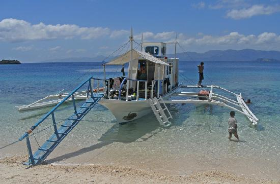 "Romblon, Filipinas: The Three P Boat ""Salvar"""