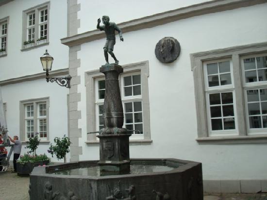 Koblencja, Niemcy: シェンゲルの泉