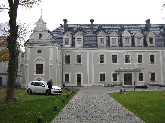 Hotel Zamek Lubliniec: Von der Einfahrt Seite