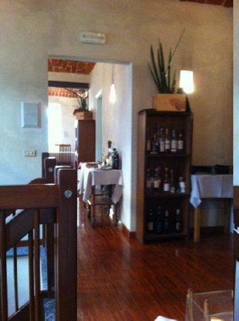 Biella, Italy: tavoli al 1 piano