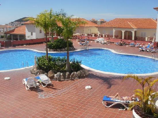 Dinastia Holiday Apartments: pool view from balcony