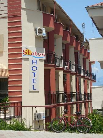 Status Hotel: yan