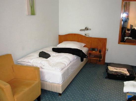 Hotel Astoria: my single bed