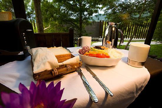 Ardennes Villa: start a relaxing day with breakfast on the patio