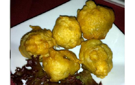 Tapas Chorizo De la Cambusa : Olives stuffed with soft cheese, fried in batter