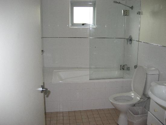 Napoleon on Kent: Bathroom