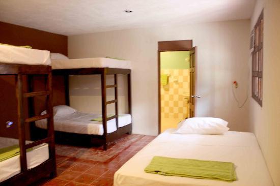 Chalupa Hostal : habitaciones compartidas