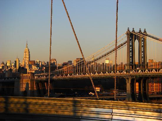 Brooklyn Bridge: View back to Manhattan