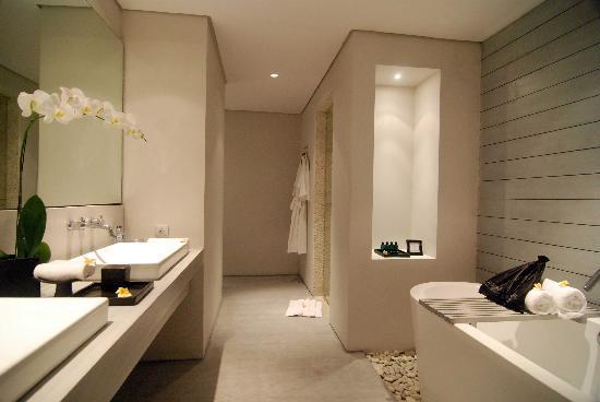 The Lombok Lodge: spacious bathroom with hermes bath product