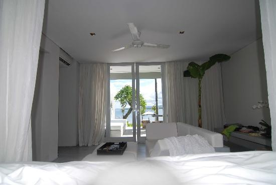 The Lombok Lodge: ocean view from my bed!
