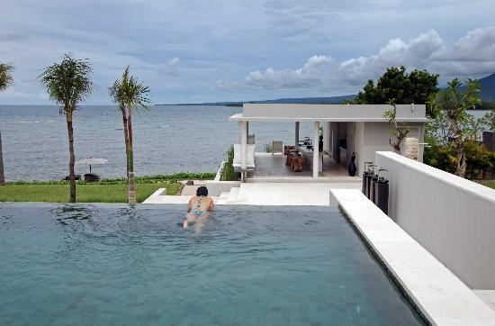The Lombok Lodge : clean pool clear ocean view
