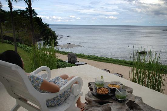 The Lombok Lodge : enjoying mojito at bar deck.
