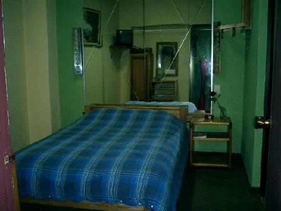 Hostal Amazonas Inn: Nice firm bed