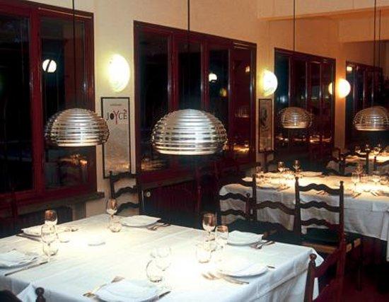 Sasso Marconi, إيطاليا: Sala interna Ristorante La Grotta di Mongardino