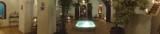 Riad Nora: Patio with pool at night