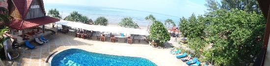Lanta Sea House Resort: View fr above the restaurant