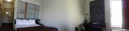Red Roof Inn Locust Grove: Panorama of room from door to wall edge in bedroom