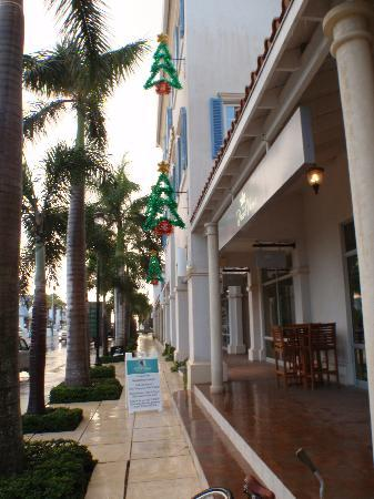 Seven Stars Resort & Spa: Store at Regent Palm that are a five minute walk right of the hotel.