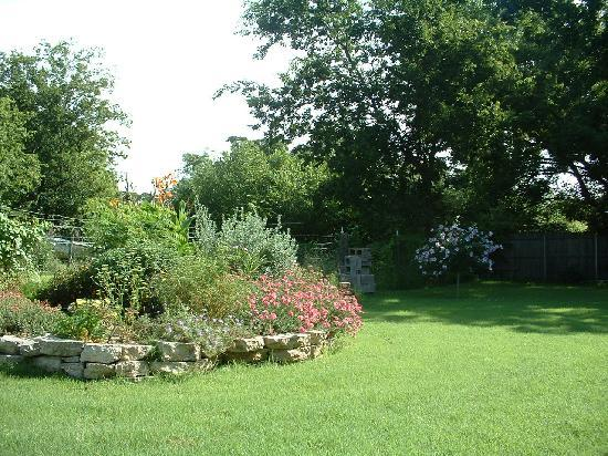 September Song Bed and Breakfast: Spacious Grounds